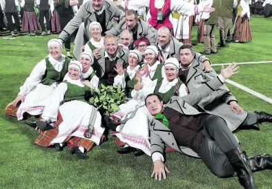 """""""Varūnos"""" šokėjams – laurai, """"Varpenos"""" muzikantams – ovacijos"""