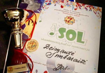 """""""Šuldu buldu"""" kolektyvo narė Deimantė Šimbaraitė festivalyje """"Septynios natos"""" laimėjo skambiausio balso nominaciją."""