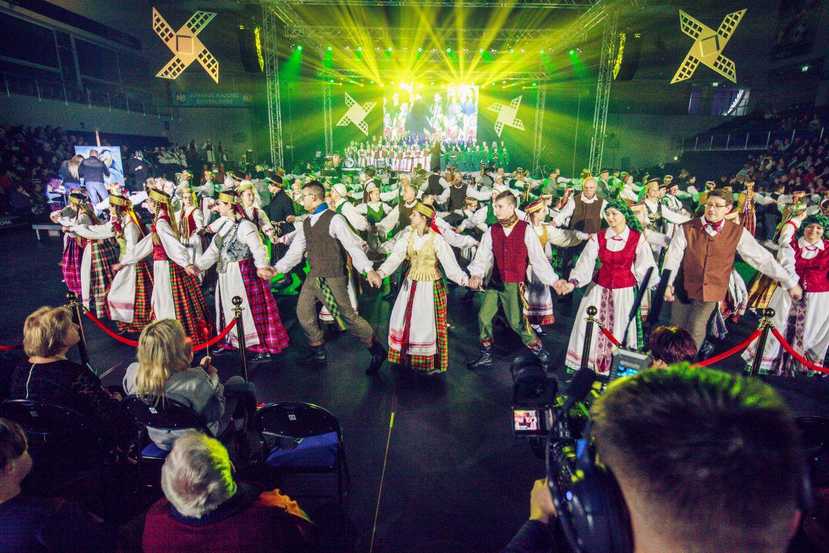 """Dėkojame kolektyvams ir vadovams už dalyvavimą ir puikius pasirodymus koncerte """"30 AČIŪ už Lietuvą""""! Bei visiems susirinkusiems paminėti šią progą!"""