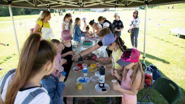 Joninių slėnyje gausus būrys vaikų atidarė vasaros renginių festivalį
