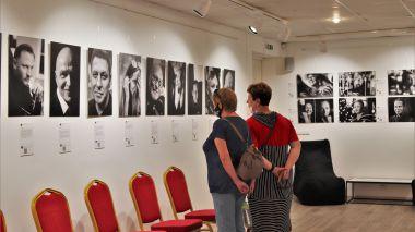 """""""100 tikrų žmonių portretų"""" – paroda ir koncertas"""